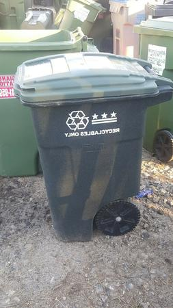 10 garbage cans 48 Gallon toter garbage can roll cart