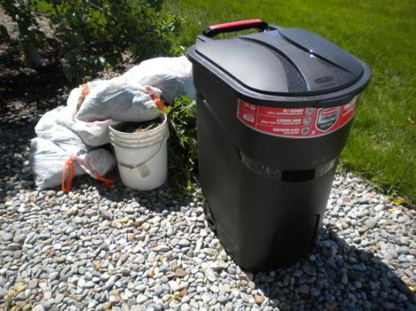 Large Rolling Can Waste Garbage Bin